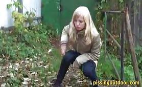 Garden blonde pissing